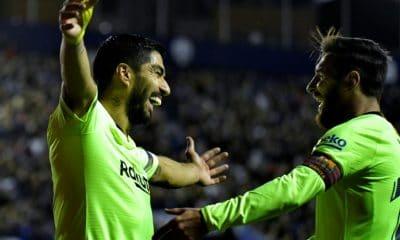 - Luis Su  rez e Lionel Messi  400x240 - Barcelona goleia Levante e segue na liderança isolada na liga espanhola