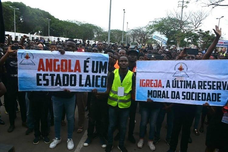 - Manifesta    o igrejas - Pastores prometem fazer vigílias nas ruas contra o encerramento de igrejas em todo Pais