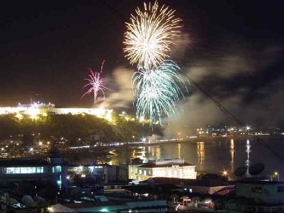 """- Passagem Ano Luanda - Polícia alerta: """"Quem lançar fogo de artificio sem autorização será punido"""""""