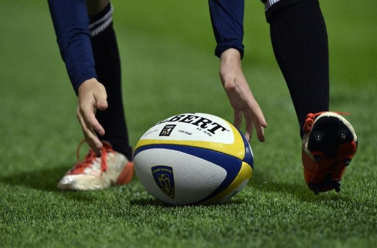 - Rugby - Jogador de rugby francês morre em campo vítima de parada cardíaca