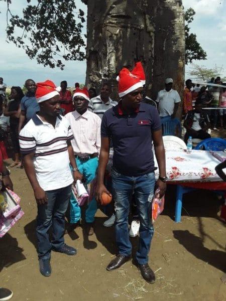 - WhatsApp Image 2018 12 23 at 17 - Conselho Provincial da Juventude de Luanda proporciona alegria a crianças do bairro Dimba com natal solidário