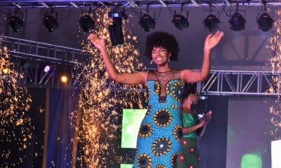 - dorcas kasinde 400x240 - Cabelo da vencedora do Miss África pega fogo durante comemoração