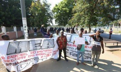 - 0bd9f54af 6980 437e 93ab bb6b99d4878e 400x240 - Estudantes protestam contra taxa de inscrição da UAN