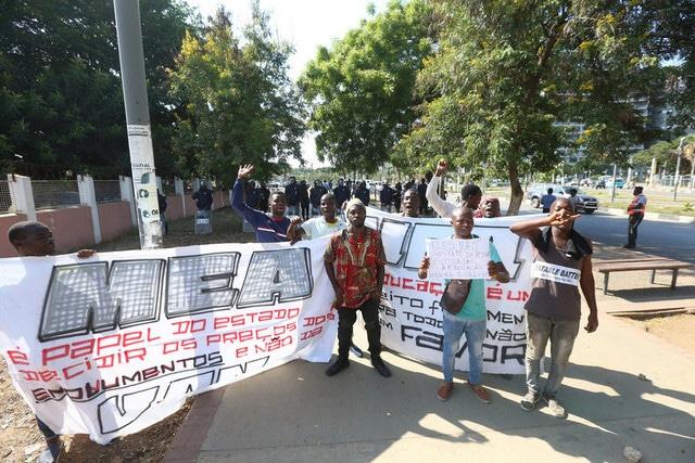 estudantes protestam contra taxa de inscrição da uan - 0bd9f54af 6980 437e 93ab bb6b99d4878e - Estudantes protestam contra taxa de inscrição da UAN
