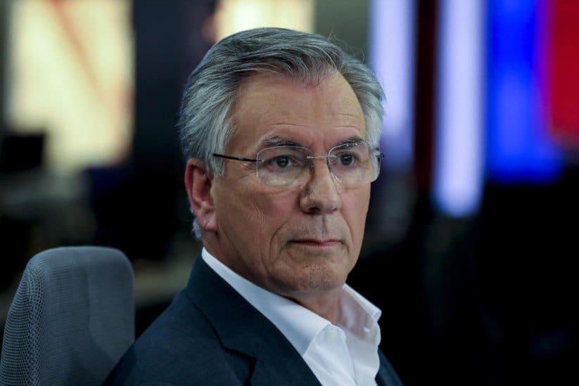- Armando Vara - Ex-ministro português entra em prisão após condenação por tráfico de influência