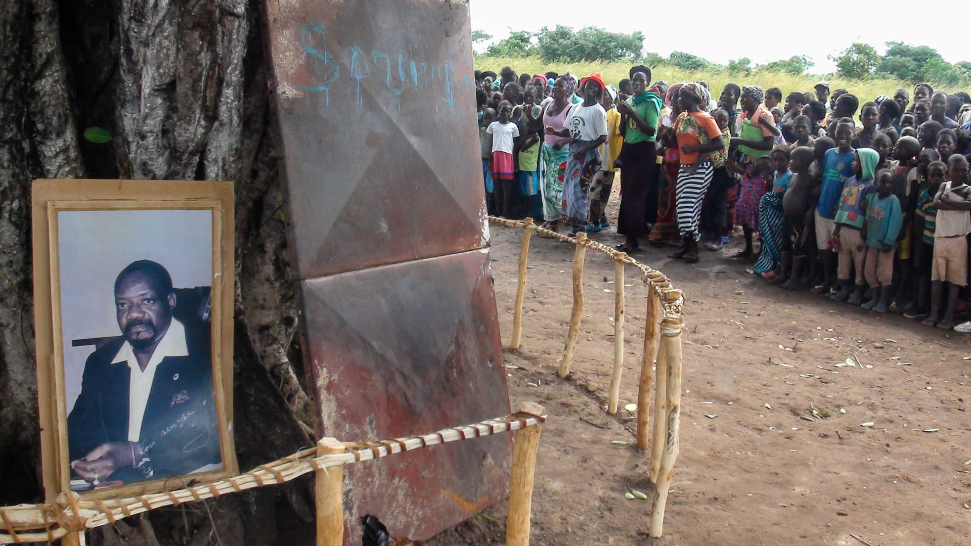 restos mortais de jonas savimbi foram exumados no luena - Enxuma    o SAVIMBI - Restos mortais de Jonas Savimbi foram exumados no Luena