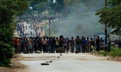 [object object] - Manifesta    o Zimbabu   400x240 - Manifestações contra subida dos combustíveis no Zimbábue deixam vários mortos