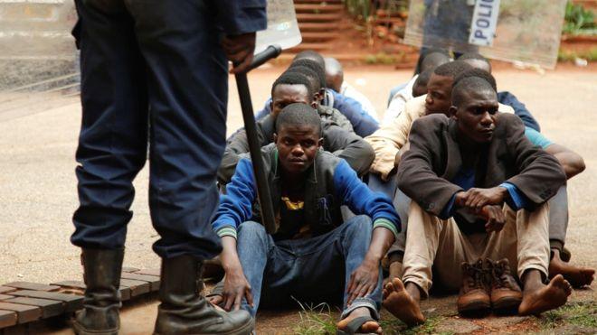 zimbábue bloqueia facebook, whatsapp e twitter em meio de protestos - Zimbabue - Zimbábue bloqueia Facebook, WhatsApp e Twitter em meio de protestos