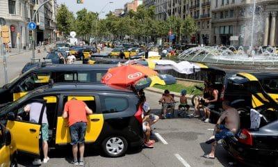 - taxistas espanha 400x240 - Taxistas de Madrid anunciam greve por tempo indeterminado a partir de 2ª feira