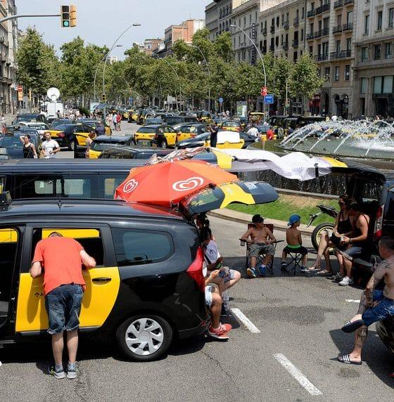 - taxistas espanha 560x572 - Taxistas de Madrid anunciam greve por tempo indeterminado a partir de 2ª feira