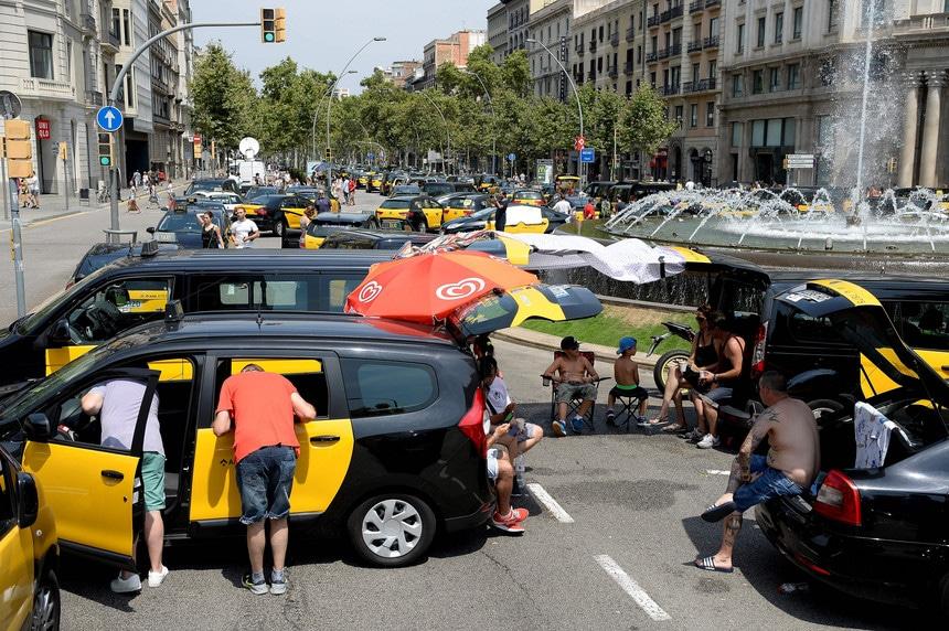 taxistas de madrid anunciam greve por tempo indeterminado a partir de 2ª feira - taxistas espanha - Taxistas de Madrid anunciam greve por tempo indeterminado a partir de 2ª feira