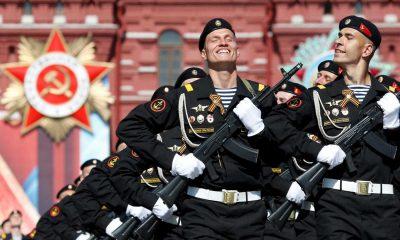 - MILITARES RUSSUS 400x240 - Rússia proíbe soldados de terem smartphones devido às redes sociais