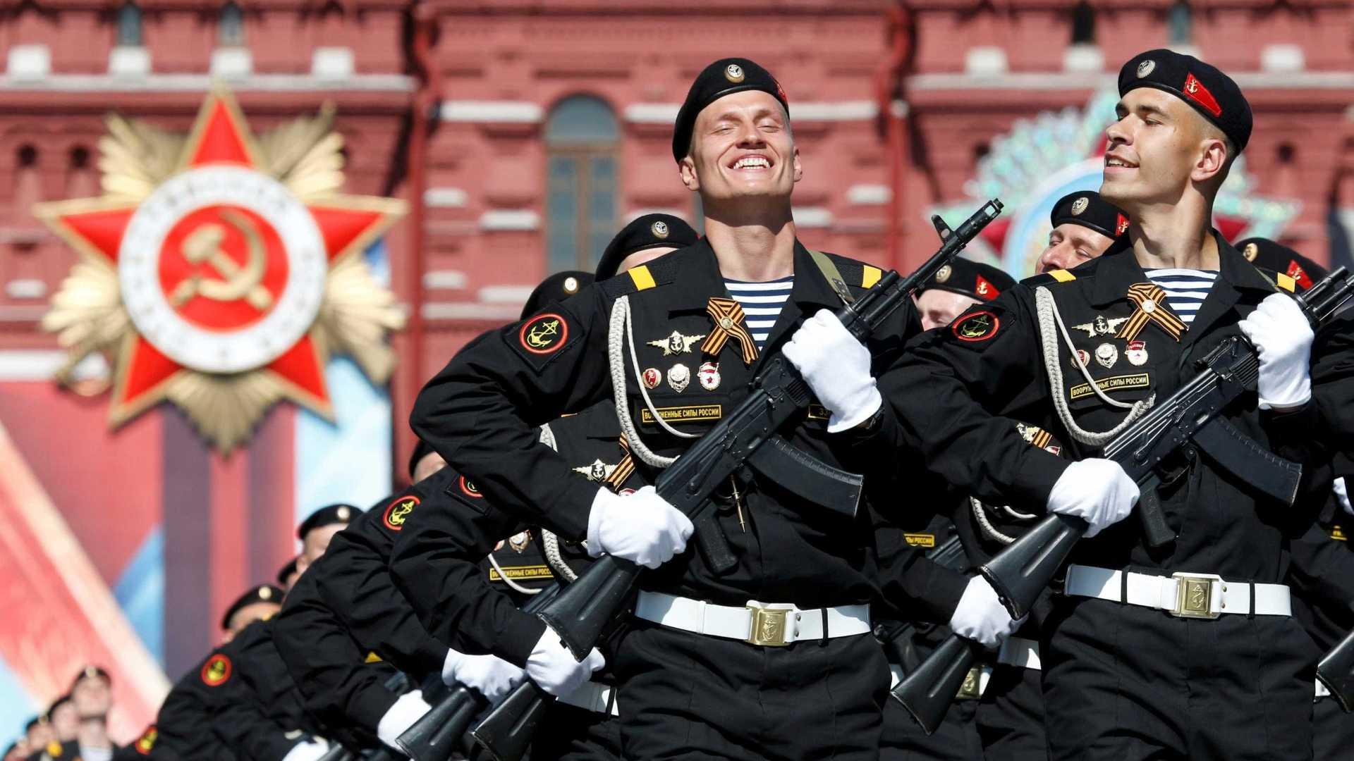 rússia proíbe soldados de terem smartphones devido às redes sociais - MILITARES RUSSUS - Rússia proíbe soldados de terem smartphones devido às redes sociais