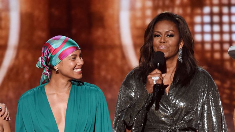 - Mchelle Obama grammys - Michelle Obama faz discurso emocionante no Grammy 2019