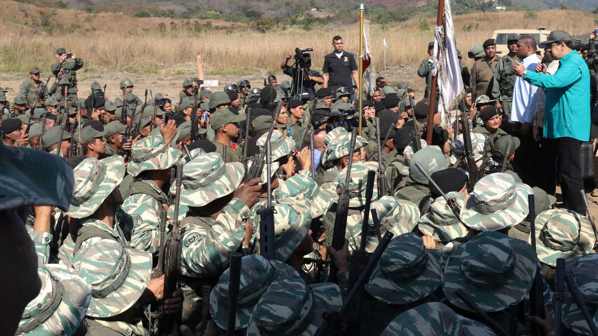 """maduro inicia exercícios militares em resposta às """"ameaças de trump"""" - Militares e Maduro - Maduro inicia exercícios militares em resposta às """"ameaças de Trump"""""""