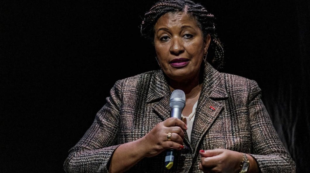 """-   ngela Bragan  a - Ângela Bragança diz que """"Vistos são um outro irritante"""" na relação Angola Portugal"""