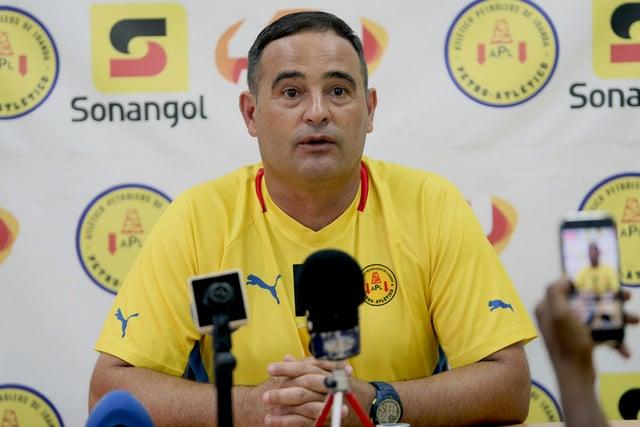 - BETO BIANCHI - Petro de Luanda despede Beto Bianchi