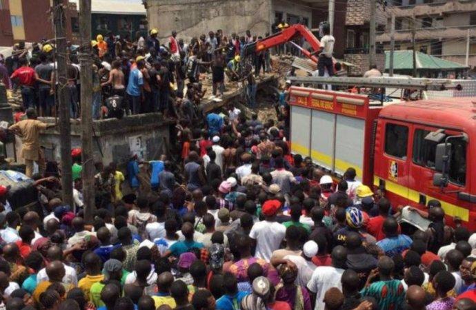 desabamento de escola deixa dezenas de crianças soterradas na nigéria - Desabamento de escola Nigeria - Desabamento de escola deixa dezenas de crianças soterradas na Nigéria