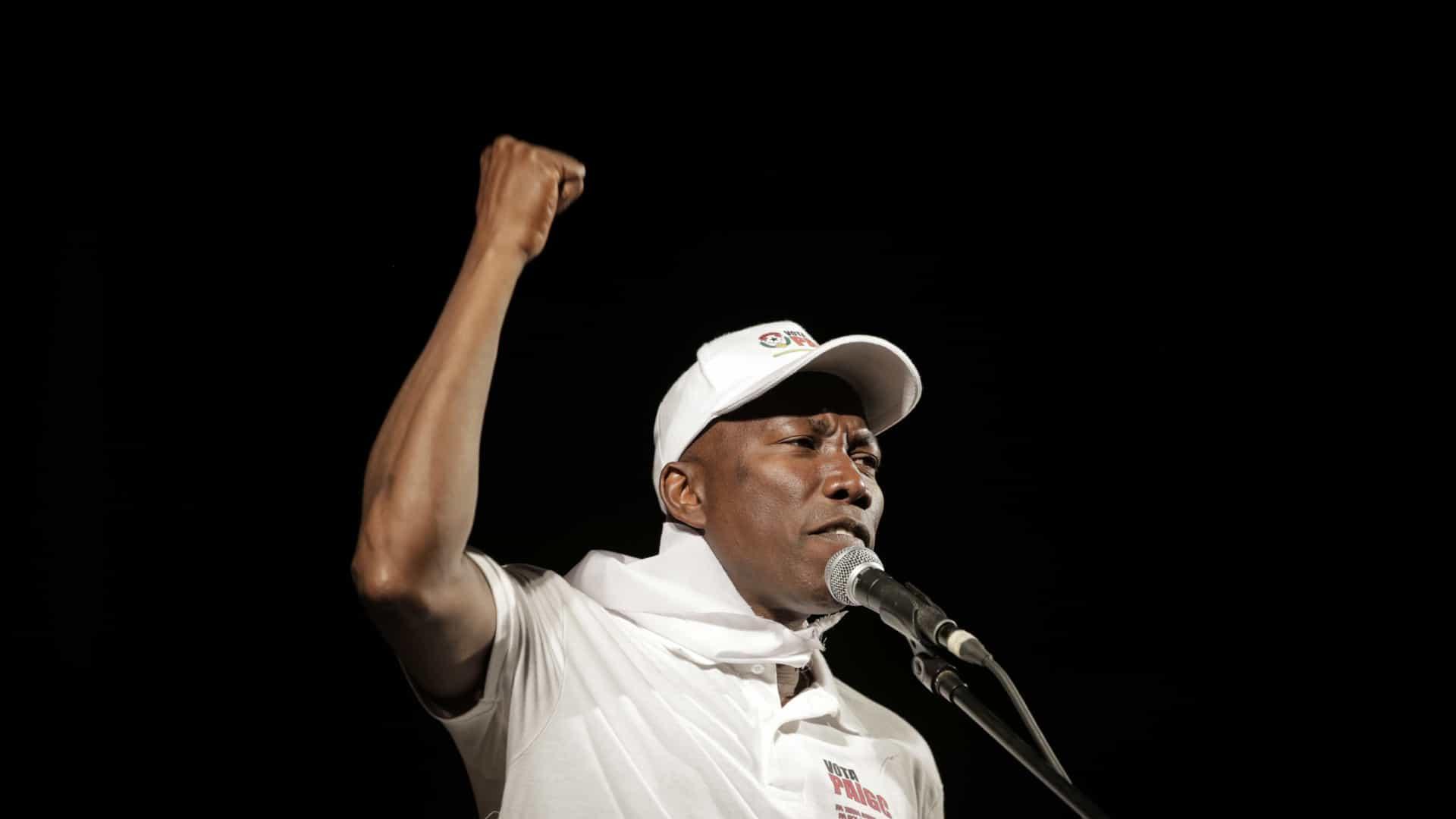 paigc ganha com maioria relativa eleições na guiné-bissau - Domingos Sim  es Pereira - PAIGC ganha com maioria relativa eleições na Guiné-Bissau