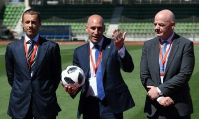 - Luis Rubiales Aleksander Ceferin e Gianni Infantino 400x240 - Presidente da FIFA visita Angola