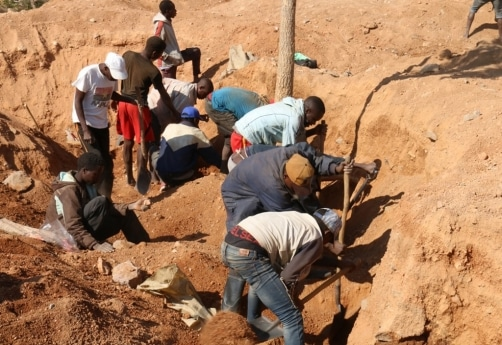 - Mina ouro desabado - Desabamento de terras numa mina de ouro na Huíla causa 13 mortos