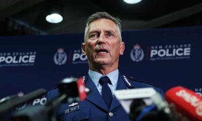 - Nova Zel  ndia policia 400x240 - Ataque terrorista na Nova Zelândia: Vários mortos, explosivos desativados