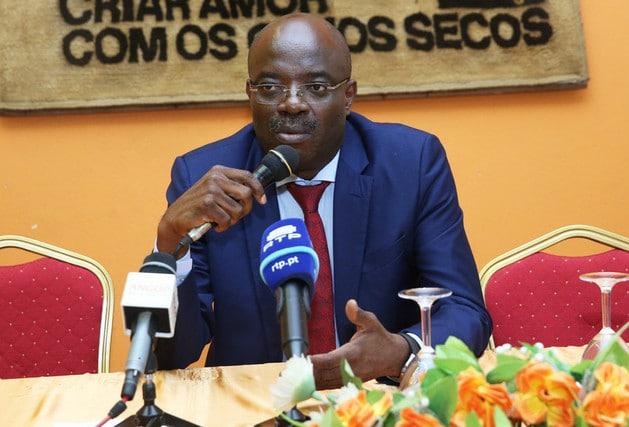 carmo neto deixa comando da união dos escritores angolanos - carmo neto - Carmo Neto deixa comando da União dos Escritores Angolanos