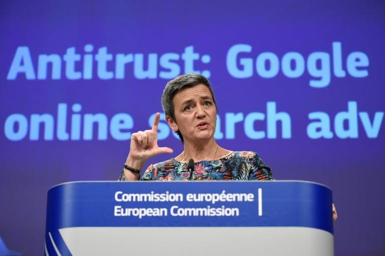 - comiss  ria europeia de Concorr  ncia Margrethe Vestager - Bruxelas multa Google por abuso de posição dominante