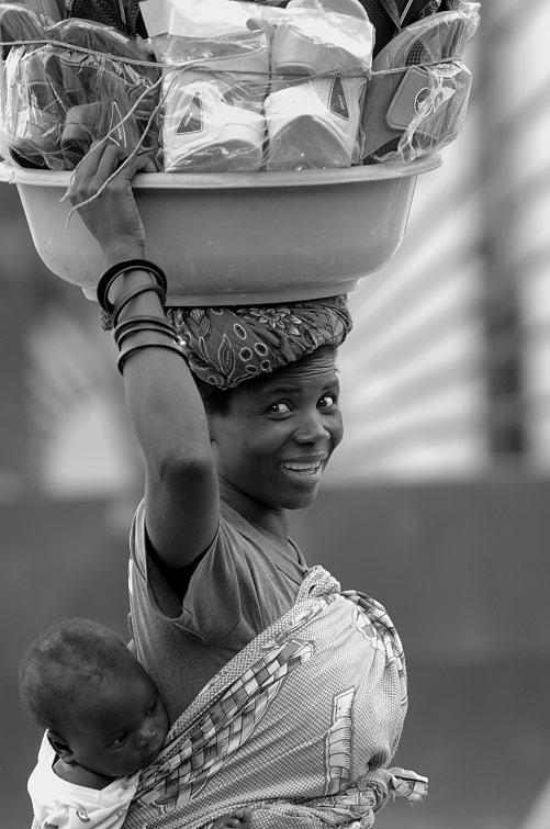 - zungueira - Zungueiros defendem que 12 de março seja proclamado Dia da mulher Angolana