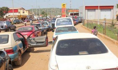 litro de gasolina está a ser comercializado a mil kwanzas em benguela - 022aba871 59bd 4c69 bbbd a917e9e87048 400x240 - Litro de gasolina está a ser comercializado a mil kwanzas em Benguela
