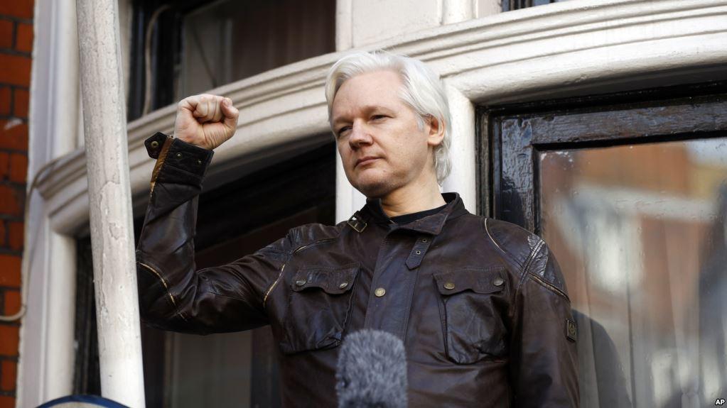 julian assange detido em londres - Julian Assange - Julian Assange detido em Londres