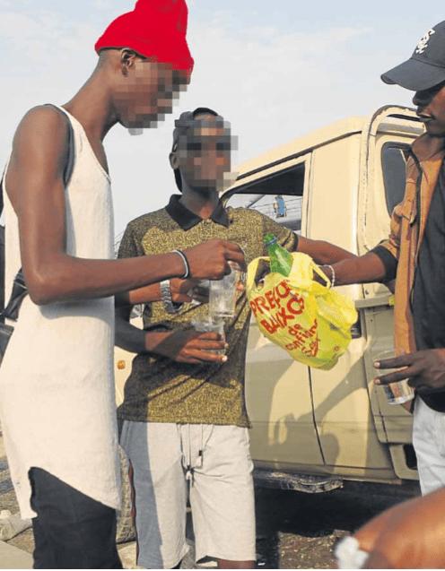 consumo de bebidas alcoólicas tornou-se refugio de muitos jovens em benguela - adolescentes alcool - Consumo de Bebidas alcoólicas tornou-se refugio de muitos Jovens em Benguela