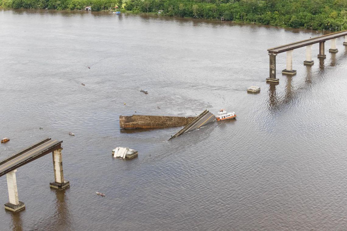 ponte colapsou no brasil. há pessoas desaparecidas - queda de ponte brasil - Ponte colapsou no Brasil. Há pessoas desaparecidas