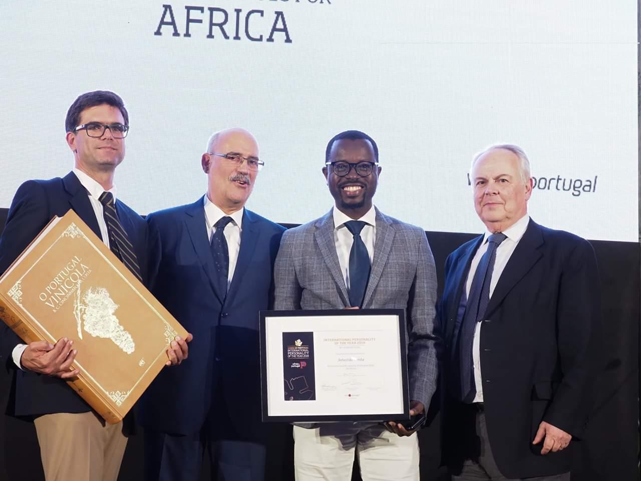 """- FB IMG 1557934290985 - Jurado angolano do Concurso Vinhos de Portugal distinguido como """"Personalidade do Ano"""" para África"""