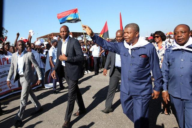 jlo aceita convite de makuta nkondo para visitar uma aldeia via terrestre - JLO Malaanje - JLO aceita convite de Makuta Nkondo para visitar uma aldeia via terrestre