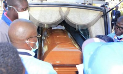 governo entrega restos mortais de savimbi hoje no andulo - URNA SAVIMBI 400x240 - Governo entrega restos mortais de Savimbi hoje no Andulo