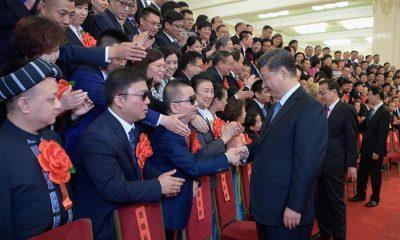 - Xi Jinping e Deficientes 400x240 - Presidente chinês reúne-se com portadores de deficiência exemplares