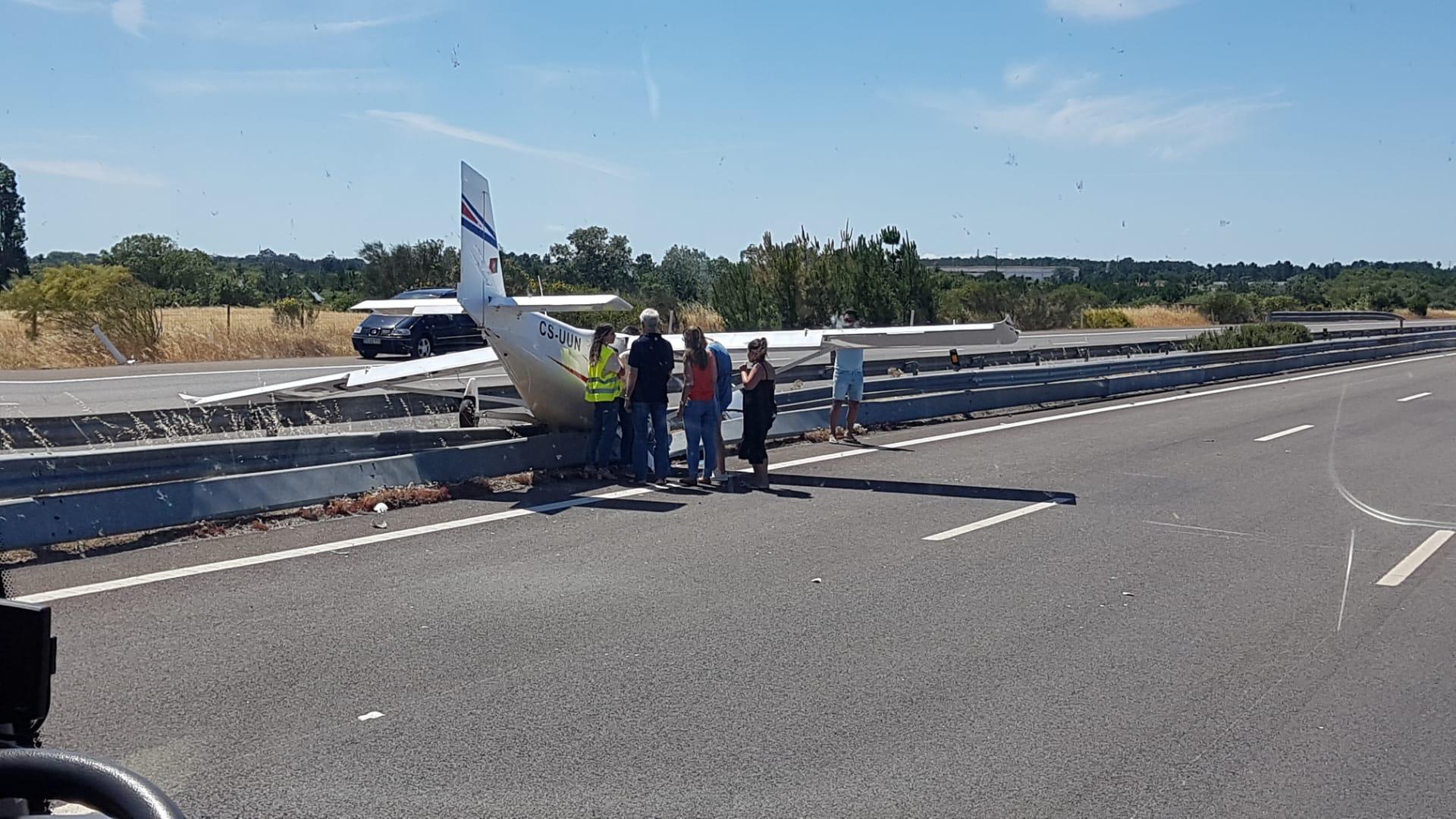 - Acidente avioneta portugal  - Portugal: Avioneta faz aterragem de emergência e colide com dois automóveis. Há dois feridos