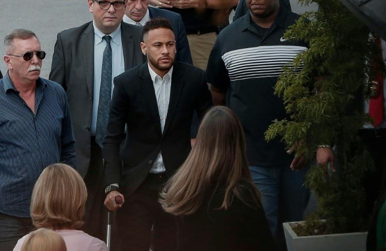 neymar presta cinco horas de depoimento no caso najila - Neymar - Neymar presta cinco horas de depoimento no caso Najila