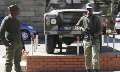- militares sul africana 400x240 - Dois polícias moçambicanos mortos em incidente com militares sul-africanos em Ponta d´Ouro