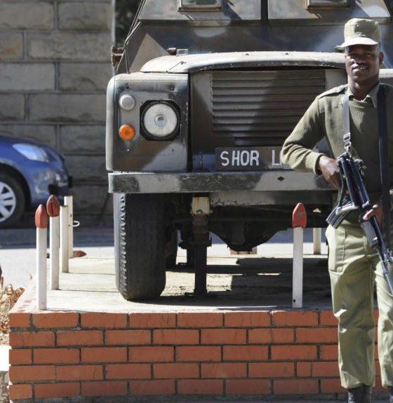 - militares sul africana 560x575 - Dois polícias moçambicanos mortos em incidente com militares sul-africanos em Ponta d´Ouro