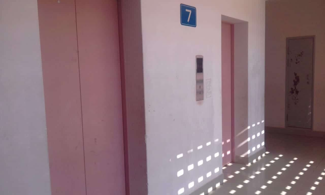 chineses cobram acima de duzentos mil kwanzas por  diagnostico nos elevadores do kilamba - Elevadores Kilamba 2 - Chineses cobram acima de duzentos Mil kwanzas por  diagnostico nos elevadores do Kilamba