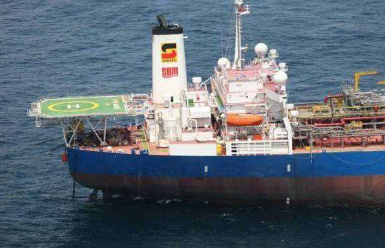 - Petr leo 560x361 - A Sonangol, ENI e TOTAL interessadas na exploração petrolífera das bacias marítimas do Namibe e de Benguela