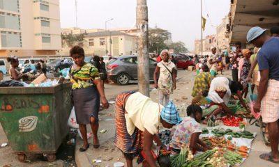 operação resgate fracassou! venda a céu aberto volta registrar-se em luanda - vanda ambulante no lixo 400x240 - Operação resgate fracassou! Venda a céu aberto volta registrar-se em Luanda