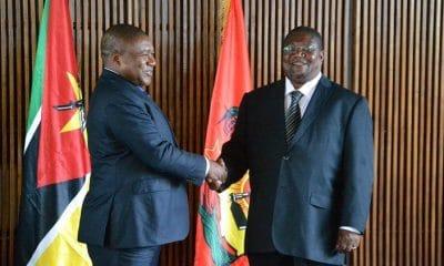 - Filipe Nyusi e o l  der da Renamo Ossufo Momade 400x240 - Moçambique: Governo e Renamo assinam acordo de cessação de hostilidades militares