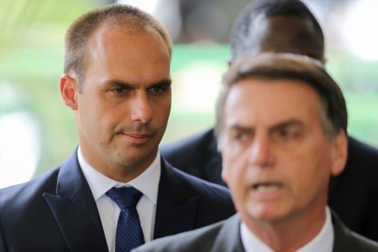 - Jair Bolsonaro e o filho Eduardo - Bolsonaro confirma aval de Trump para seu filho como embaixador em Washington