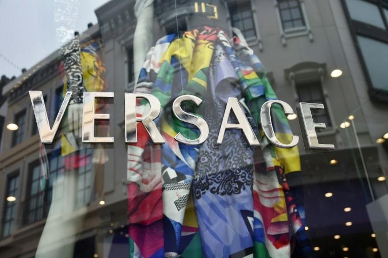 - Versace - Versace e Givenchy pedem desculpas por roupas que irritaram a China