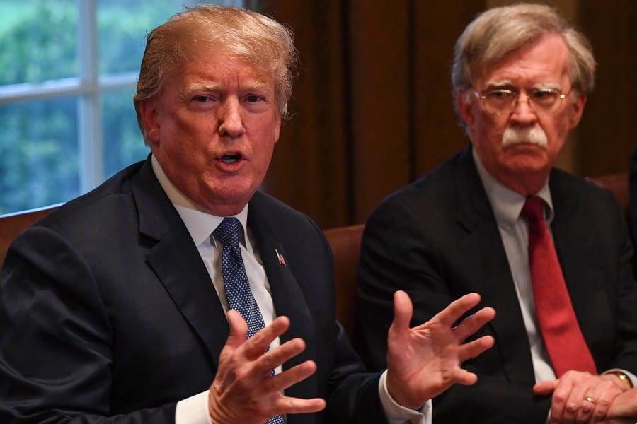 - BOLTON E TRUMP - Trump despede Conselheiro de Segurança Nacional