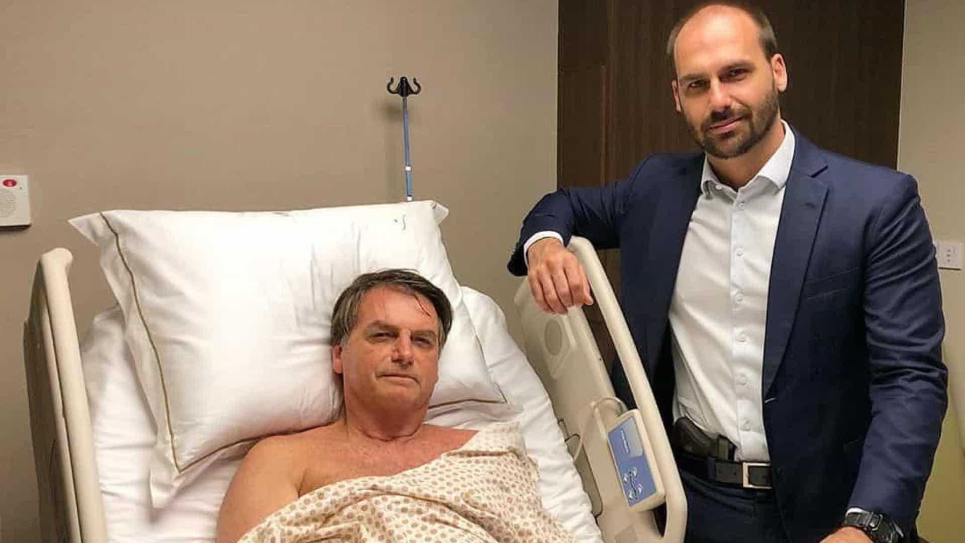 - bolsonaro e filho - Brasil: Deputado Eduardo Bolsonaro visita pai no hospital… com arma na cintura