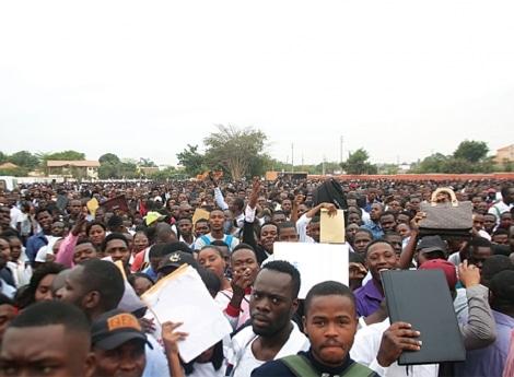 - feira do emprego - Feira de emprego em Luanda revela Licenciados e Mestrados desempregados